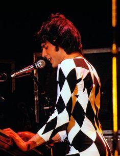Freddie Mercury – Page 42 – Queen Photos John Deacon, Power Metal, Hard Rock, Bryan May, Heavy Metal, Roger Taylor, Queen Photos, Queen Pictures, Somebody To Love