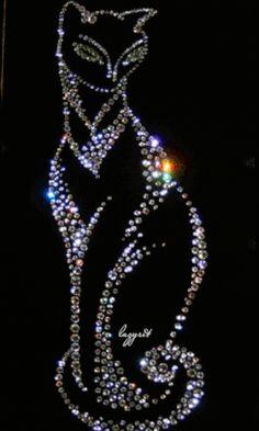 Animated Gif by carmenmbonilla Jewelry Tree, Old Jewelry, Jewellery, Button Art, Button Crafts, Cristal Art, Rhinestone Art, Rhinestone Shirts, Vintage Jewelry Crafts