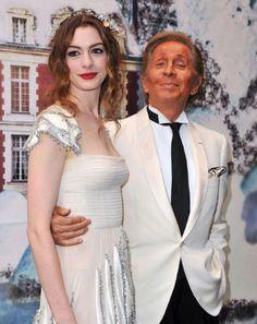 Valentino Clemente Ludovico Garavani:  Fashion DesignerAnne Hathaway