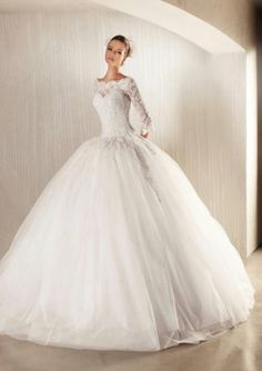 Model : FSDT-33 Price : USD 1,800 Material : Lace and Tulle