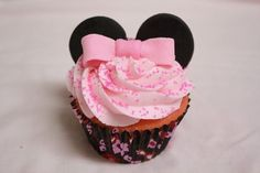 This Minnie Mouse cupcake is perfection. Love it!!!