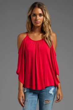 James & joy nick open shoulder top in red revolve clothed бл Look Fashion, Fashion Outfits, Fashion Design, Casual Outfits, Cute Outfits, Office Outfits, Looks Plus Size, Shirt Bluse, Cold Shoulder Blouse