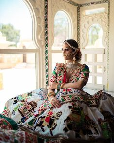 Best Trendy Outfits Part 12 Indian Wedding Gowns, Asian Wedding Dress, Indian Bridal Lehenga, Indian Bridal Outfits, Indian Bridal Fashion, Indian Bridal Wear, Bridal Dresses, Wedding Mandap, Wedding Stage