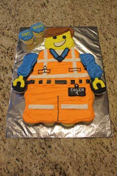 Emmet Lego Cupcake Cake | www.lahootbakery.com