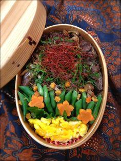 Twitter from @Izumi Tone Kumasaka ■2013.5月27日のお弁当 牛肉としめじの焼肉丼大葉添え、かき玉 次男、お弁当忘れていったよ…(。-_-。) #obentoart #obento