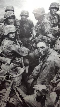 SS Totenkopf sulla strada per Sebesh , Russia 1941
