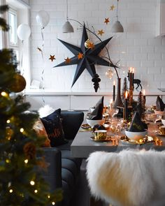 You know Christmas on the door and you have to prepare it well. Here we show you the best Christmas Decoration, Home Decor, Diy, Crafts, Christmas Ideas Christmas Table Settings, Christmas Decorations, Table Decorations, Holiday Decor, Holiday Gifts, Diy Felt Christmas Tree, Christmas Love, Merry Christmas, The White Company