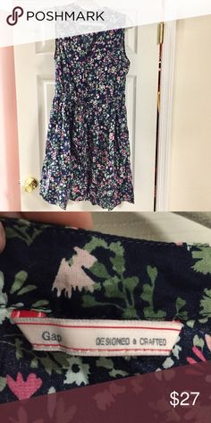 Floral GAP Dress Beautiful floral pattern dress. So comfortable and light. Looks great on. Worn once. GAP Dresses Midi