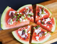 Watermelon fruit pizza - delicious dessert perfect for hot summer days (olives, cheese) ; Watermelon Pizza, Watermelon Recipes, I Love Food, Good Food, Yummy Food, Healthy Snacks, Healthy Eating, Healthy Recipes, Dessert Original