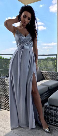Długa szara suknia wieczorowa ze srebrną nitką. Idealna sukienka dla druhny lub na eleganckie przyjęcie.  Maxidress Starlet 369zł