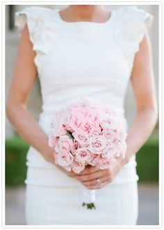 Υπέροχη ανθοδέσμη από τριαντάφυλλα σε απαλό ροζ χρωματισμό! Τι γλυκό;! www.lovetale.gr