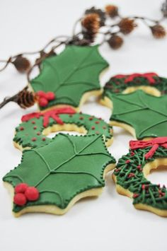 You will receive one dozen Christmas themed sugar Cookies of Approximately 3 X 3 in each.  6 mistletoe cookies 6 christmas wreath cookies (3 of each wreath design shown in the pictures) Your Christmas cookies will arrive in a Christmas/Holiday Themed Box or metal tin, may be different than the ones on the pictures. If you are interested in purchasing one dozen, please take a look at the other listings in my shop section: Christmas Cookies…
