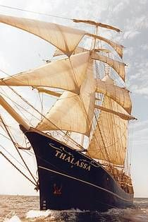 #Zeilreizen aan boord van de Thalassa in binnen en buitenland. #Tallship #schip #zeilschip. Merchant Marine, Beyond The Sea, Wooden Ship, Out To Sea, Sea Art, Sail Away, Submarines, Aircraft Carrier, Tall Ships