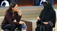 Die gestrige Ausgabe von Anne Will sorgte für Empörung bei den Zuschauern: Eine muslimische Frauenbeauftragte betrieb im öffentlich-rechtlichen Fernsehen Propaganda. Dafür musste die Sendung harte Kritik einstecken. Jetzt haben sich die Verantwortlichen geäußert.