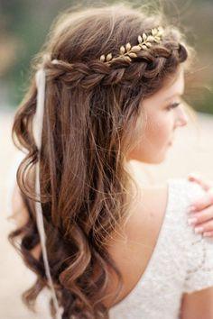 就算你擁有再美的衣服,如果髮型不合適,整體造型都分分鐘被毀,更別說結婚這麼重大的場合了!所以��