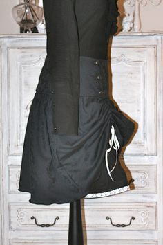 jupe steampunk en jacquard noir avec jupon noir