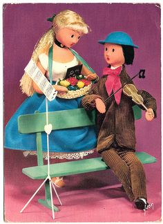 Les amoureux de Peynet...  vintage postcard