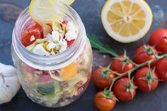 Tolles Rezept für einen sommerlichen #Bauernsalat mit #Feta-Käse. Reich an #Vitaminen, arm an Kohlenhydraten! #lowcarb Zudem super einfach!