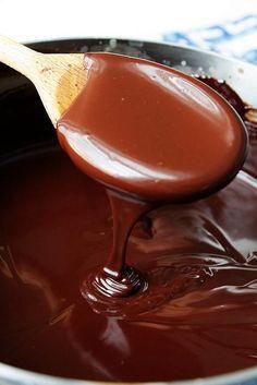 Ganache: 2 ingredients-cream and chocolate Tart Recipes, Dessert Recipes, Cooking Recipes, Just Desserts, Delicious Desserts, Christmas Finger Foods, Nutella, Icing Recipe, Ganache Recipe