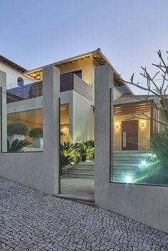 moderne Häuser von Isabela Canaan Arquitetos e Associados Residential Architecture, Amazing Architecture, Architecture Design, Style At Home, Ultra Modern Homes, Modern Mansion, Modern Houses, Modern Architects, Modern House Design