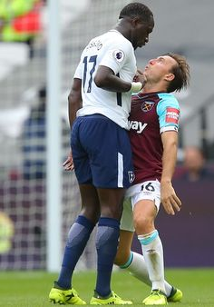 Mark Noble takes on Moussa Sissoko. Football Fight, Football Icon, Football Is Life, Tottenham Hotspur Wallpaper, Mark Noble, Tottenham Hotspur Players, Spurs Fans, White Hart Lane, Football Images