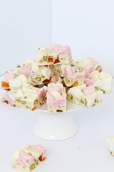 A deliciously simple 4 ingredient White Chocolate Rocky Road recipe made with marshmallows, turkish delight and pistachios. Australian Christmas Food, Australian Food, Turkish Delight, Marshmallows, White Chocolate Rocky Road, Delicious Desserts, Dessert Recipes, Vegan Desserts, Baking Recipes