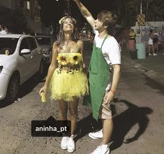 Meninos de jardineiro com regador e meninas de flor - Karneval - Cute Couple Halloween Costumes, Adult Costumes, Couple Costumes, Diy Costumes, Turtle Costumes, Woman Costumes, Pirate Costumes, Princess Costumes, Group Costumes