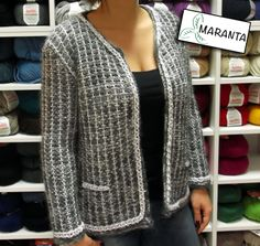 ¿Te gustan las chaquetas estilo Chanel? ¡Ahora puedes tejer la tuya! Encontrarás las instrucciones con el paso a paso en nuestro blog: http://www.lanasmaranta.com/blog/como-tejer-una-chaqueta-estilo-chanel-a-dos-agujas/