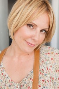 Emma Caulfield - the cut I think I want Emma Caulfield, Emma Watson Beautiful, Ouat Cast, Esquire, Picture Photo, Actors & Actresses, Hair Cuts, Ford, Celebrities