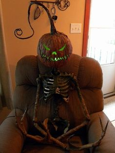 """I HIGHLY recommend you check out this haunter's page on Halloweenforum.com. His method of corpsing a skeleton torso is phenomenal! If that doesn't work for you, check out his Facebook page at Halloween Home and look in the photo album titled """"Pumpkin King 2015"""" You'll never corpse the same way again!!"""