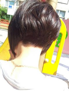 Love this hair cut, wish I could see the front of the pic