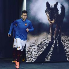 """""""The warm-up has begun, here's @stewel92 stepping out onto the pitch #RomaFiorentina #forzaroma #seriea #roma"""""""