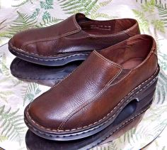 CLARKS BROWN LEATHER SLIP ONS LOAFERS WALKING COMFORT WORK SHOES WOMENS SZ 7.5 M #Clarks #Walking