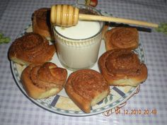 Cinnamon Rolls-Reteta Laurei Adamache Cinnamon Rolls, New Recipes, Deserts, Breakfast, Ms, Food, Morning Coffee, Desserts, Dessert