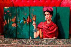 Frida Kahlo con Mariposas