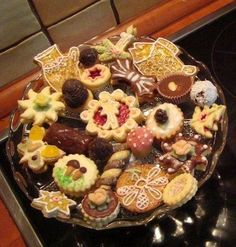 Recepty na vánoční cukroví s podrobným návodem i pro začátečníky Christmas Sweets, Christmas Goodies, Christmas Baking, Slovak Recipes, Czech Recipes, Oreo Cupcakes, Cupcake Cakes, Churros, Macaroons