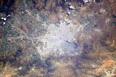 (IT)Buenos dias #Chile! Se non sbaglio questa è la capitale Santiago.Deve avere una fantastica vista sulle montagne!