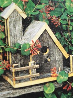 Weather is changing and it makes the birds migration to get protected from the cold weather, so this is the season for you to make bird houses. Bird House Feeder, Bird Feeders, Bird House Plans, Bird Houses Diy, Dog Houses, Bird Boxes, Projects To Try, Decoration, Crafts