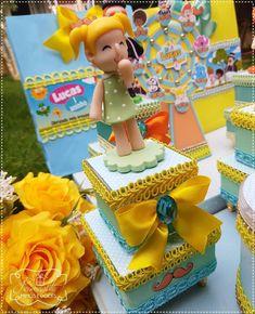 """Ihasmym Rocha on Instagram: """"Bom dia!! O sol já nasceu lá na fazendinha...🌞🎶 . Mundo Bita sempre encanta! Lucas comemorou seu primeiro aninho com esse tema lindo, e…"""" Ladybug, Biscuits, Decoration, Birthday Cake, Desserts, Instagram, Kite Party, Party Favors, Felt Giraffe"""