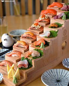 Woodworking For Beginners Pocket Hole .Woodworking For Beginners Pocket Hole Sushi Burger, My Sushi, Sushi Catering, Sushi Restaurants, Sushi Hiro, Sushi Comida, Japan Sushi, Japanese Food Sushi, Sushi Recipes