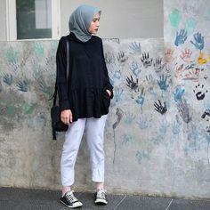 Stylish Hijab, Casual Hijab Outfit, Ootd Hijab, Hijab Chic, Casual Outfits, Fashion Outfits, Simple Outfits, Muslim Women Fashion, Korean Girl Fashion