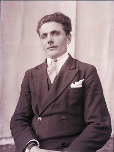 Facevintage Blog. Retrato de Hombre. Digitalización y restauración de Fotografías www.fotovintage.com