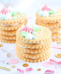 37 Creative DIY Wedding Ideas for Spring - fun stacked cookies with pretty frosting details on top Wedding Favors, Diy Wedding, Wedding Cakes, Wedding Decorations, Wedding Sweets, Party Planning, Wedding Planning, Do It Yourself Wedding, Cupcakes