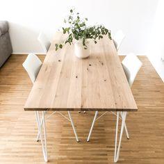 Hairpin Ess-und Arbeitstisch aus rustikaler Eiche und durchgehenden Lammellen. Beine sind aus echtem Rohstahl und in den Farben weiß, schwarz und Edelstahl wählbar.  Jeder Tisch wird durch seine Maserung zum Unikat. Ein spezielles Holzschutzöl und eine anschließende Versiegelung schützen den Tisch vor Verschmutzung und Wasser.  Stärke: 28mm/40mm Finish: hell/dunkel Länge: 100cm; 120cm; 140cm; 160cm, 180cm Breite: 80cm/100cm  Sonderanfertigung auf Anfrage        Water Pollution, Farmhouse Table, Decoration, Diy Furniture, Sweet Home, Dining Table, Interior, Kitchen, Projects