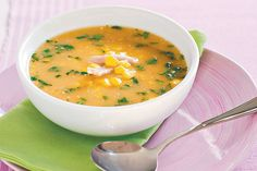 Add this hearty chicken and corn soup recipe to your repertoire for a quick, delicious and healthy meal. Very easy chicken and corn soup :) Quick Soup Recipes, Corn Soup Recipes, Quick And Easy Soup, Chicken Soup Recipes, Healthy Recipes, Dinner Recipes, Healthy Tips, Healthy Meals, Healthy Food