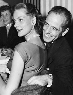 Lauren Bacall and Humphrey Bogart. This is a superb photo, emotionally so rich. Golden Age Of Hollywood, Vintage Hollywood, Hollywood Glamour, Hollywood Stars, Classic Hollywood, Humphrey Bogart, Lauren Bacall, Easy Listening, Bogie And Bacall