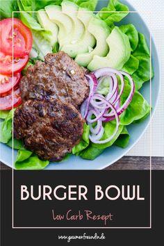 Die Low Carb Burger Bowl mit Hackfleisch, Avocado und gemischtem Salat schmeckt richtig gut und ist eine tolle Alternative zum Burger. Gaumenfreundin Foodblog #einfach #schnell #rezepte #kochrezepte #salate #salatrezept #lowcarb