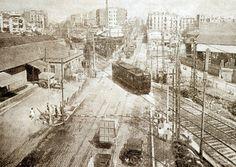 Una muralla de Paso a nivel de la línea del Norte en la carretera de Ribes a la altura de la plaza de las Glories (Rails i Ferradures: una historia de la meridiana, 2ªparte