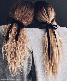 voluminous messy ponytail || long hair hairstyles Easy Hairstyles For Long Hair, Messy Hairstyles, Pretty Hairstyles, Famous Hairstyles, Wedding Hairstyles, Wedding Updo, Heatless Hairstyles, Fringe Hairstyles, Wavy Hair