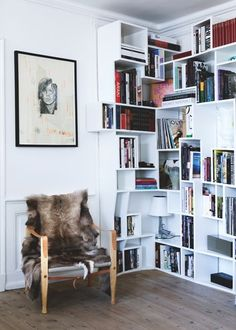 Sea of Girasoles: Interior: danish home with eclectic interior My Home Design, House Design, Home Libraries, Blog Deco, Home Decor Inspiration, Home And Living, Home Projects, Bookshelves, Home Art